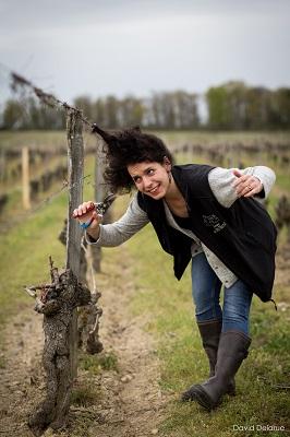 Marie Cuellar dans les vignes
